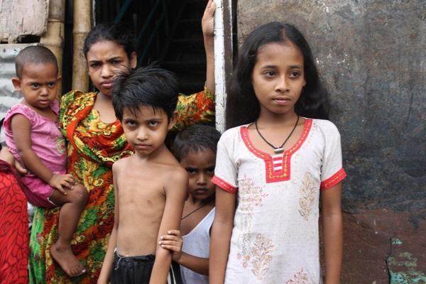 garment_workers_children_in_mohakhali_slum_dhaka_web_0